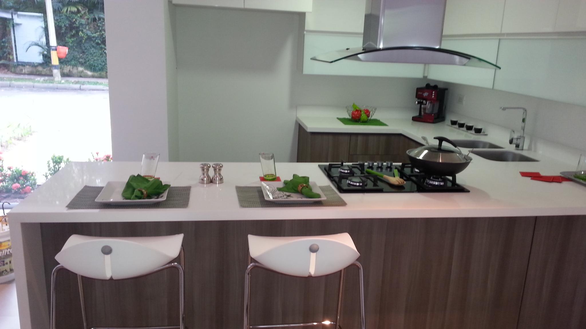 Cocinas de marmol fabulous cocina moderna de madera de for Piedra marmol para cocina